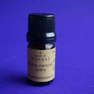 Aceite esencial de Cedro -Taller de Hierbas