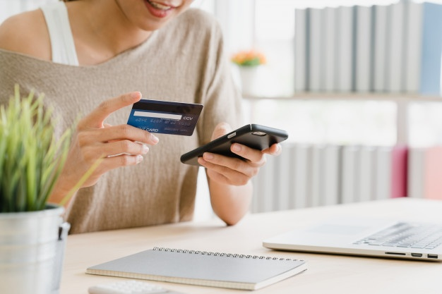 mujer-compradora-online